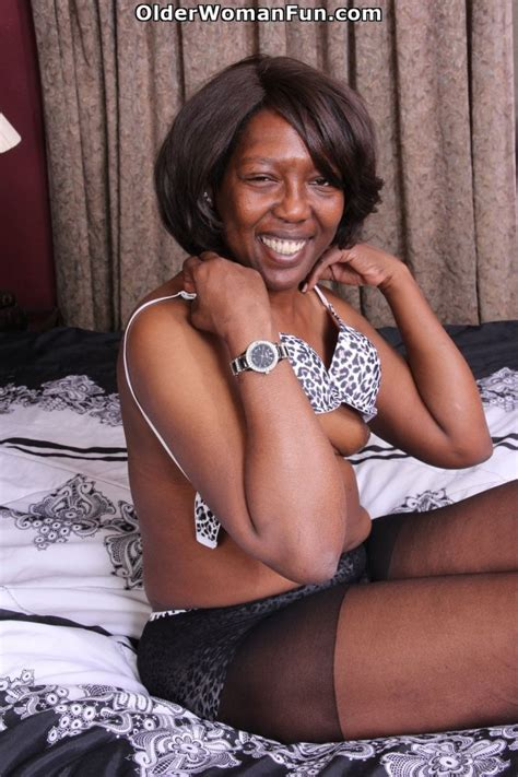 52 year old ebony milf amanda strips off and starts dildoing photo album by older woman fun