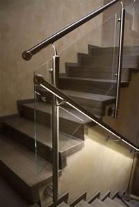 Treppengeländer Mit Glas : edelstahlgel nder mit einer f llung aus glas und einem ~ Markanthonyermac.com Haus und Dekorationen