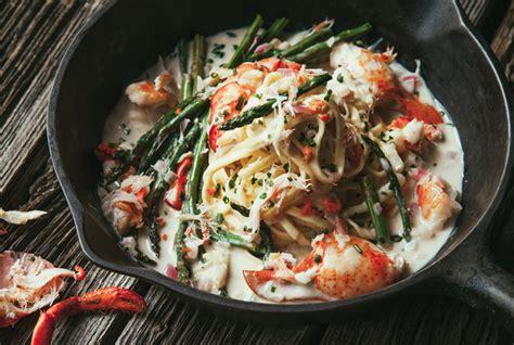 cuisiner les asperges vertes fraiches mijoté de homard pâtes fraîches et asperges vertes au