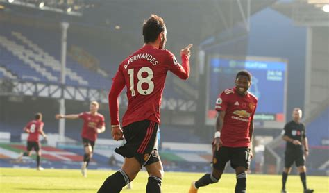 Seconds before the clash, fernandes appeared to shove richarlison in the back and footage of the incident doesn't exactly put the united man in the. Bruno Fernandes goals, Manchester United v Everton - Video
