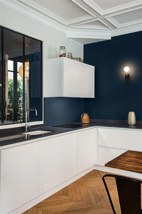 cuisine et creation rénovation appartement haussmanien avec création de la cuisine dans la pièce principale jeux de