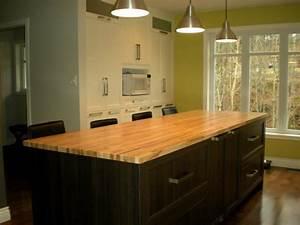 Table Cuisine Moderne : ilot de rangement en bois noir et table en bois jaune ~ Teatrodelosmanantiales.com Idées de Décoration