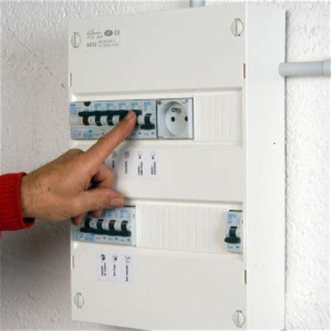 carrelage mur cuisine comment installer un tableau électrique précâblé