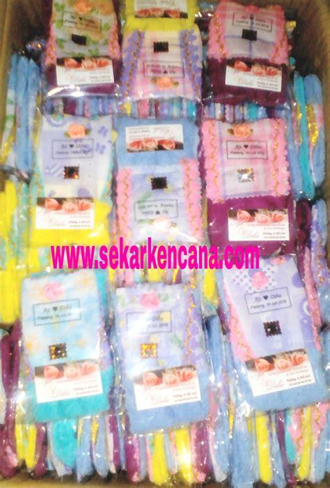 gantungan kunci manik souvenir handmade souvenir towel sekar kencana