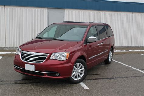 chrysler town  country review autoguidecom