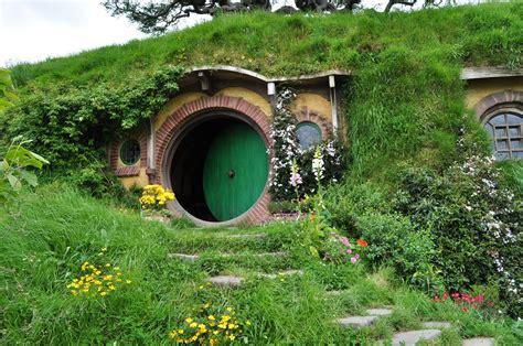 hobbit house designs image from https shrineodreams files wordpress com 2014 01 hobbit invitingnz jpg artsy