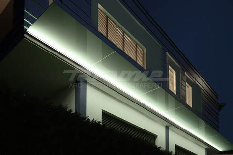 The night-time version of Linea, the all-glass canopy