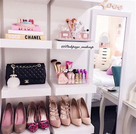 repisas  tus zapatos  tu habitacion entera necesita