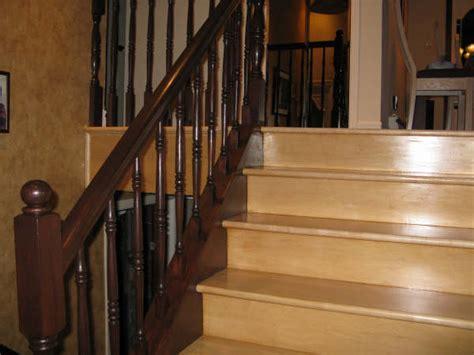 photo d un installation d une re d escalier en bois et barreaux d escalier en bois avec une