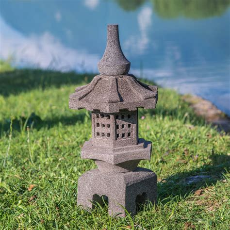 lanterne japonaise en de lave naturel h 55 cm