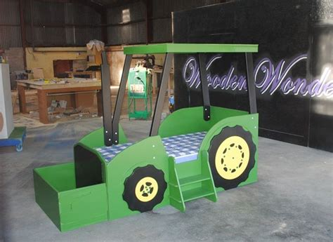 Deere Bunk Beds by Best 25 Tractor Bed Ideas On