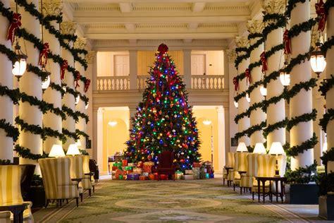 hotel lobbies decorated    holiday season