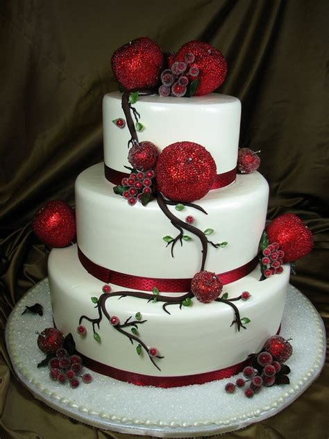 Adorable Christmas Wedding Cakes Weddingomania