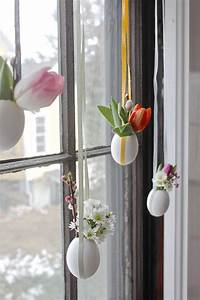 Deko Zum Hängen Ins Fenster : fensterdeko zu ostern selber basteln h ngende minivasen ~ Bigdaddyawards.com Haus und Dekorationen