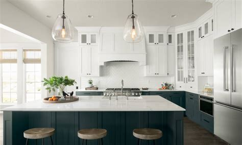 Ideas For Above Kitchen Cabinets - here 39 s how to get in on the two toned kitchen cabinet trend