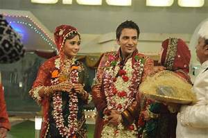 Sara Khan Husband Name Ali Merchant Married Pictures Wedding