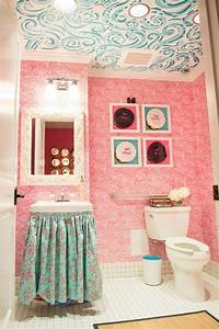 15 beautiful girly bathrooms for inspiration home decor ways for Lilly pulitzer bathroom