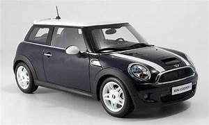 Mini Cooper Blanche : mini cooper s miniature new noire avec blanche bandes kyosho 1 18 voiture ~ Maxctalentgroup.com Avis de Voitures