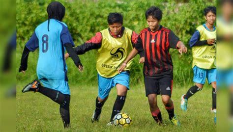 Oleh Oleh Bandung 24 Jam Ikut Turnamen Di Bali Tim Sepak Bola Wanita Dari Gresik