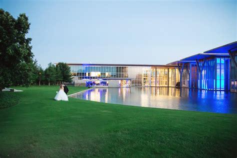 modern art museum  fort worth wedding ceremony