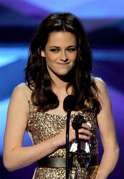 kristen stewart long center parted dark beachy wave