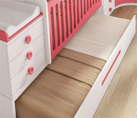 lit bébé chambre parents chambre bébé fille avec un lit jumeaux évolutif glicerio