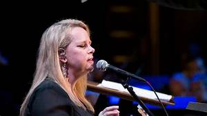 Avery Songs Mary Chapin Carpenter Performs Her Latest Songs In Concert