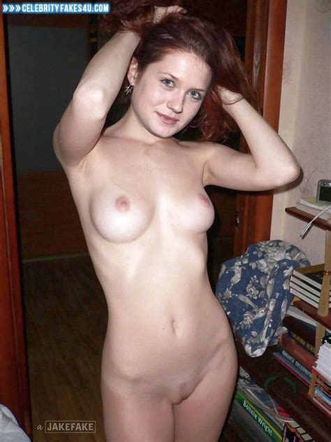 Bonnie Wright Boobs Homemade Leaked Fake 001