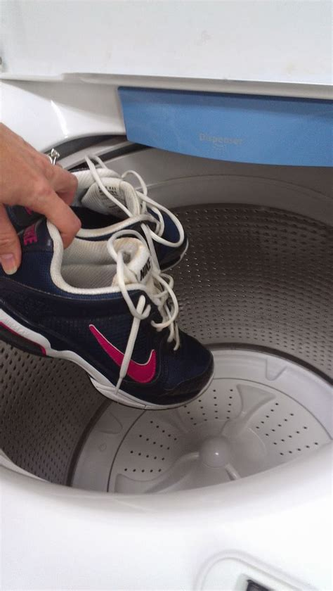 washing tennis shoes in the washer 1000 ideas about washing tennis shoes on pinterest cleaning tennis shoes clean tennis shoes
