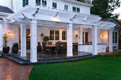 idee de patio en bois une pergola bois quelques id 233 es inspirantes en photos