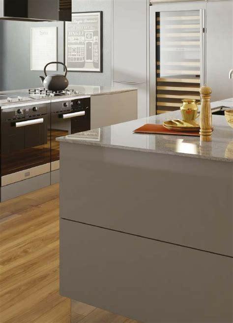 küchenunterschrank mit arbeitsplatte ideen f 252 r die renovierung 7 moderne k 252 chen mit kochinsel als inspiration k 252 che k 252 che