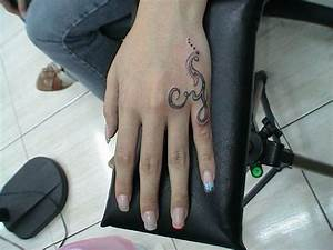 30 Fantastic Hand Tattoo Designs Collection For 2011 Small ...