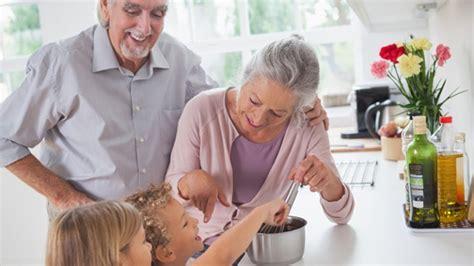Großeltern Opa Hat 'ne Neue Oma  Wie Die Familie Damit