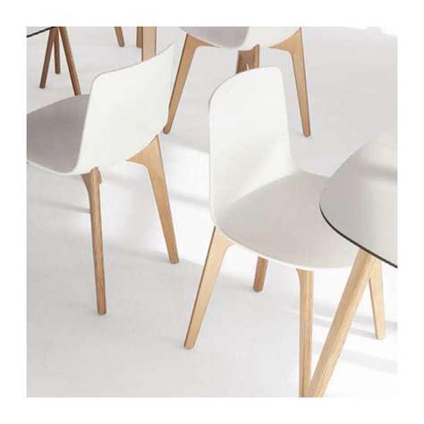 chaise en bois design chaise design en polypropylène lottus pieds bois enea