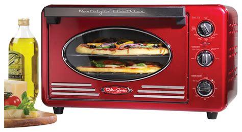 Nostalgia Electrics Retro Series 6-slice Toaster Oven Red