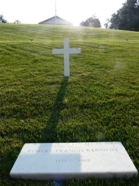 robert kennedys grave photo