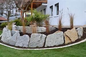 übergang Terrasse Garten : steinmauer als blickfang und sichtschutz im garten 40 ideen ~ Markanthonyermac.com Haus und Dekorationen