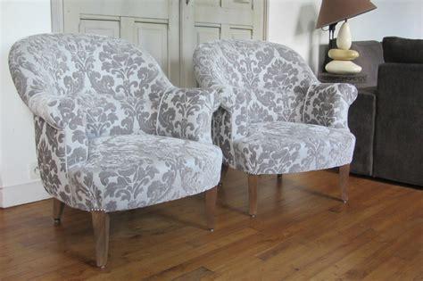 restaurer un canapé une paire de crapauds qui invitent au repos quot côté sièges