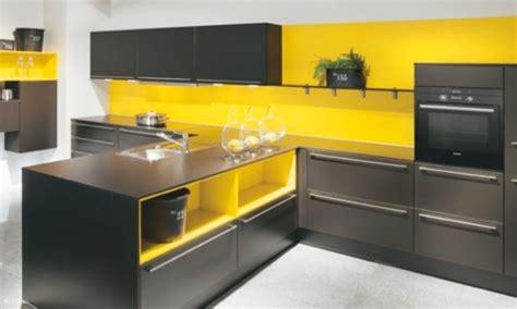 cuisine blanche et jaune ophrey com cuisine moderne jaune et gris prélèvement d