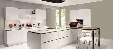 photo de cuisine avec ilot cuisine contemporaine avec îlot cuisines cuisiniste aviva