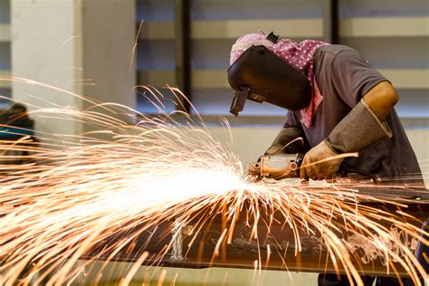 metal workers undergo testing  lung disease asbestos