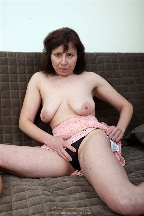 Mature Brunette Lady Show Her Naked Body On Sofa