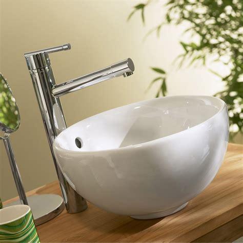poser une vasque sur un plan de travail vasque 224 poser c 233 ramique diam 31 cm blanc tibet leroy merlin
