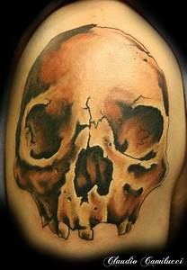 realistic skull by Claudio Camilucci: TattooNOW