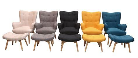 fauteuil design scandinave et son repose pied jaune et
