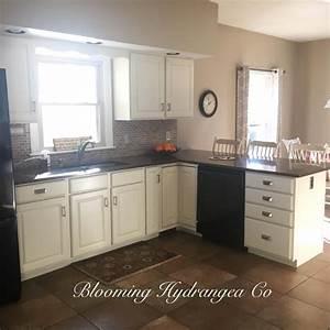 antique white kitchen cabinets 2228