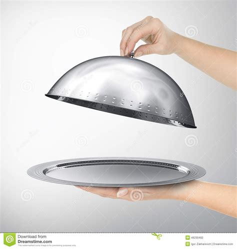 cloche de cuisine cloche de restaurant avec le couvercle ouvert illustration