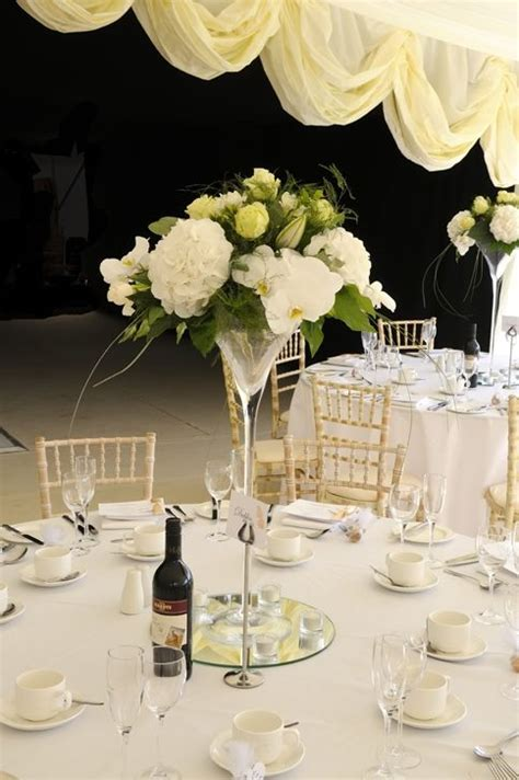Tischgestecke In Glas by Martini Vases Filled With Lemon Roses White Freesia