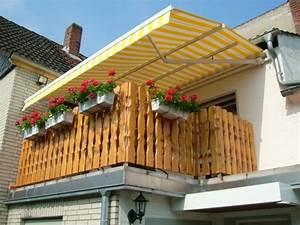 balkon gestalten geniessen sie die sommertage im schatten With markise balkon mit comic tapete selber machen