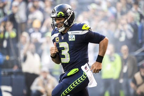 seahawks wilson reach record  year  extension